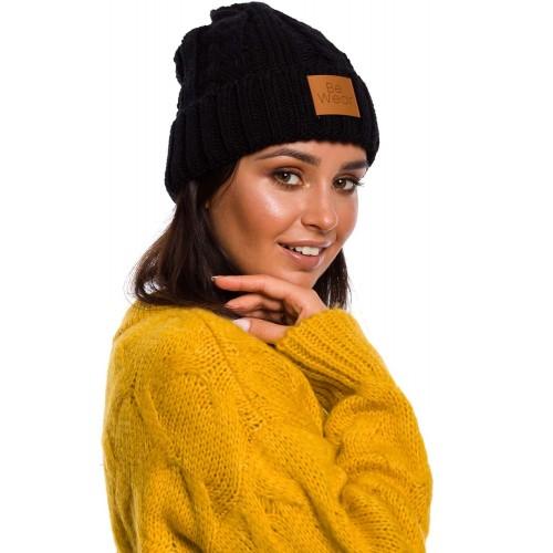 Čierna pletená čiapka s logom BK043