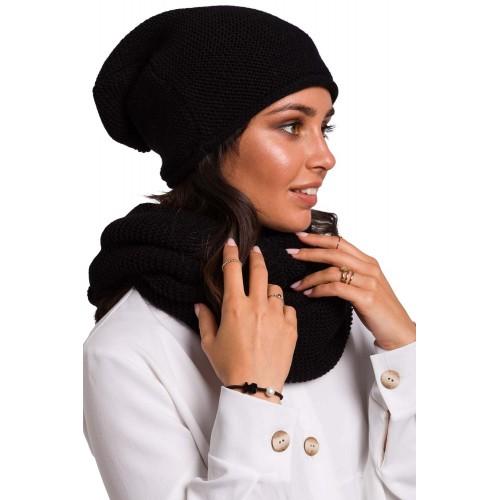 Čierna pletená čiapka s previsom BK044