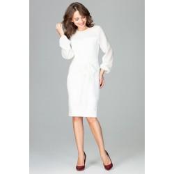 Smotanovobiele elegantné púzdrové šaty so šifónom a viazaním K494