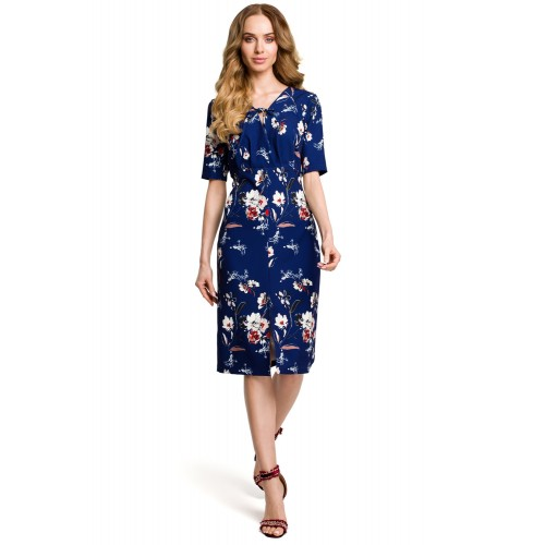 Tmavomodré letné púzdrové šaty s kvetinovým vzorom MOE383