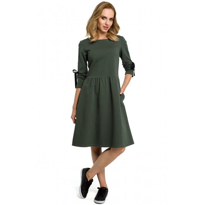 e589c3a307de Vojensky zelené úpletové šaty v Allínii s vreckami a stužkou MOE388