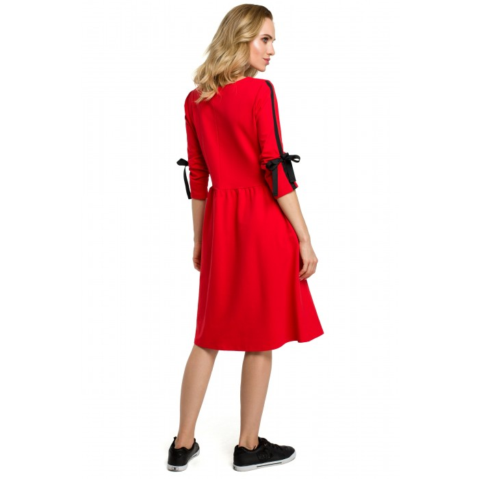 03f704345c101 Červené úpletové šaty v Allínii s vreckami a stužkou MOE388