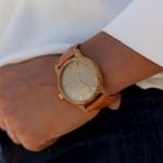 Drevené dámske svetlobéžové hodinky s teľacím koženým remienkom SLIM38 N102