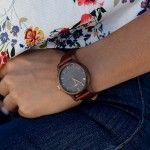 Drevené dámske sivé hodinky s  hnedým koženým remienkom SLIM38 N104